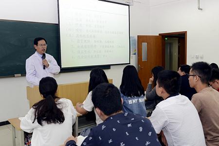 新学期开学第一天  院领导深入课堂听课